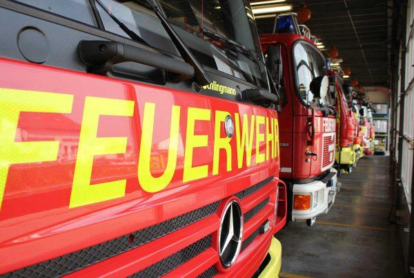 Die Fahrzeughalle der Feuerwache in Ingelheim. Im Keller darunter befindet das Notstromaggregat.